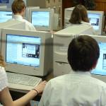 Deviataci z 200 škôl budú testovaní online